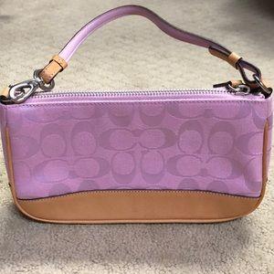 Coach Classic Signature Shoulder Bag in lilac